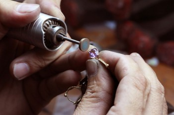 How-to-Become-a-Professional-Jeweler